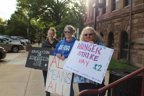 Hunger Strike Protesters Spotted Outside Central